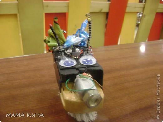 """Наш """"Дружок"""". Первый виброробот моего сына, бронзовый призер соревнований по  робототехнике. Дизайн простенький, зато скорость не подвела! фото 1"""