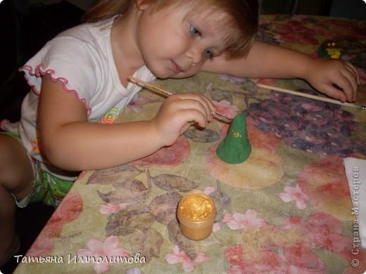 Как и многие дети София(2,10л) любительница наклеек.Конечно можно и на бумаге клеить и рисовать,но на воздушном шарике интересней. фото 3