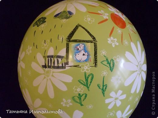 Как и многие дети София(2,10л) любительница наклеек.Конечно можно и на бумаге клеить и рисовать,но на воздушном шарике интересней. фото 1