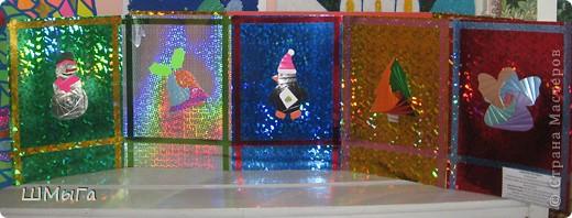 Совсем скоро зима и вместе с ней выставки декоративно-прикладного творчества. Еще одна прошлогодняя работа моих кружковцев. Основа - галографический картон. фото 1