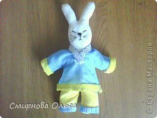 Вот такой заяц-ниндзя  получился. Ткань, тесьма,нитки. И чуть-чуть фантазии. фото 1