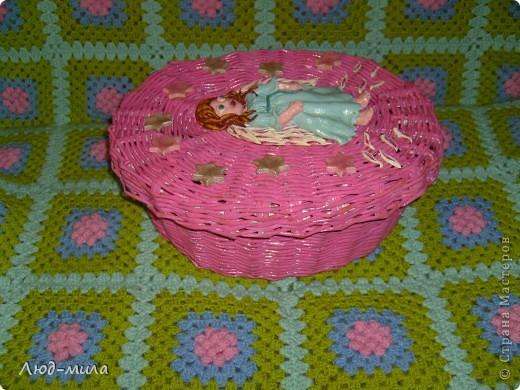 Корзинку делала в подарок на крещение племяннице. Хотела совместить плетение и свое любимое соленое тесто. Вот что получилось. Спасибо Ларисе Ивановой за МК ангелов.  фото 2