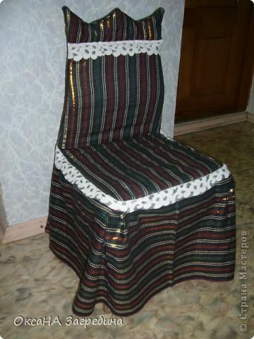"""Вот, сшила недавно в сад чехол на стул для именинника. Материал собирали, что называется, """"с миру по нитке"""". 3 часа работы - и вот что получилось. Может быть, как идея, кому-нибудь пригодится. фото 2"""