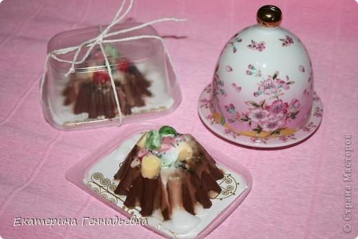 """Шоколадное """"пирожное"""" с цукатами фото 1"""