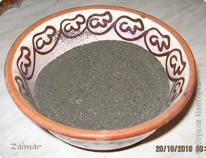 Покрасила песок гуашью, насыпала вот такую бутылочку. Цвета на самом деле намного темнее.  фото 7