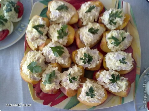 Такие мышки поселились на салатике из сыра, яичка , чеснока и майонеза. фото 2