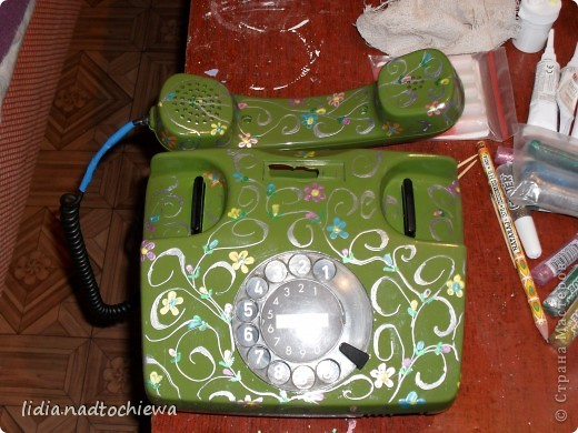 Расписала контурами очень старый телефон.  фото 2