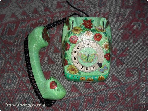 Это тоже старенький телефон, ещё советских времён. фото 9