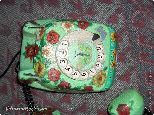 Это тоже старенький телефон, ещё советских времён. фото 11