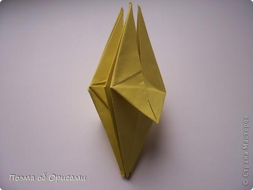 Подсолнухи как символ солнца и одновременно прощание с окончательно ушедшим от нас в этом году теплым летом. Этот чудесный оригами подсолнух придумала Нилва Пиллан (Италия). фото 14