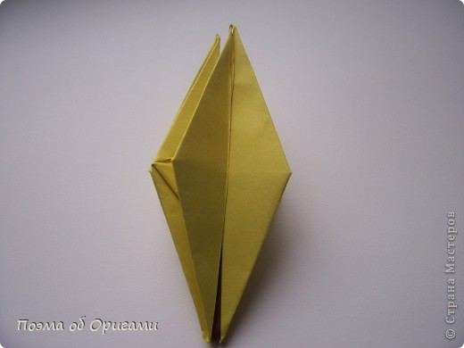 Подсолнухи как символ солнца и одновременно прощание с окончательно ушедшим от нас в этом году теплым летом. Этот чудесный оригами подсолнух придумала Нилва Пиллан (Италия). фото 15