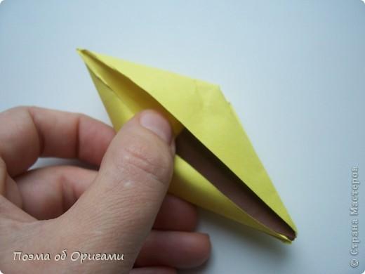 Подсолнухи как символ солнца и одновременно прощание с окончательно ушедшим от нас в этом году теплым летом. Этот чудесный оригами подсолнух придумала Нилва Пиллан (Италия). фото 16