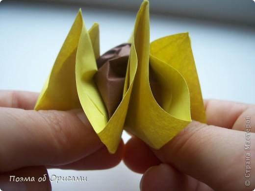 Подсолнухи как символ солнца и одновременно прощание с окончательно ушедшим от нас в этом году теплым летом. Этот чудесный оригами подсолнух придумала Нилва Пиллан (Италия). фото 19