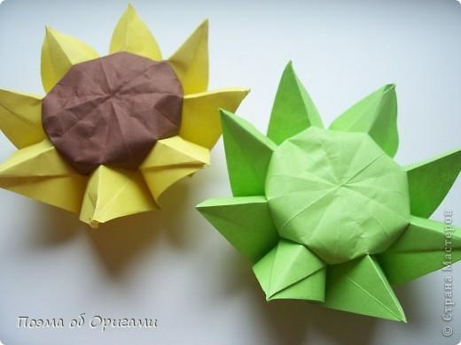 Подсолнухи как символ солнца и одновременно прощание с окончательно ушедшим от нас в этом году теплым летом. Этот чудесный оригами подсолнух придумала Нилва Пиллан (Италия). фото 20