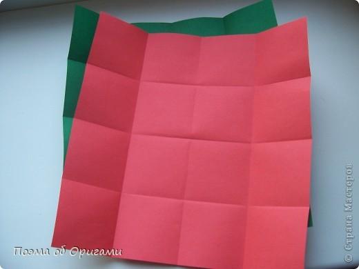 В некоторых странах есть традиция дарить пинетки новорожденным. Даже если в семье за последнее время не происходило пополнения, вот такой оригами-башмачок с оригами-цветами станет красивым украшением для интерьера.  фото 21
