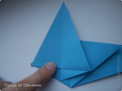 Этого дракона придумал Перри Бейли (США). На востоке драконы, несмотря на весь их грозный вид – это добрые силы, они - связующее звено между миром Земли и божественными Небесами. Кольцо или звезда имеет название «Восемь пятиугольников» и создана Таико Нивой (Япония). В данной интерпретации может быть окном или огненным кольцом, кому уж как больше нравиться:). фото 7