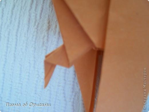 Попугайчики из тропиков уже давно не в новинку.  Из экзотики они превратились в самых настоящих домашних любимцев. Этого оригами-попугая придумал Сергей Афонькин (Санкт-Петербург, Россия). фото 25