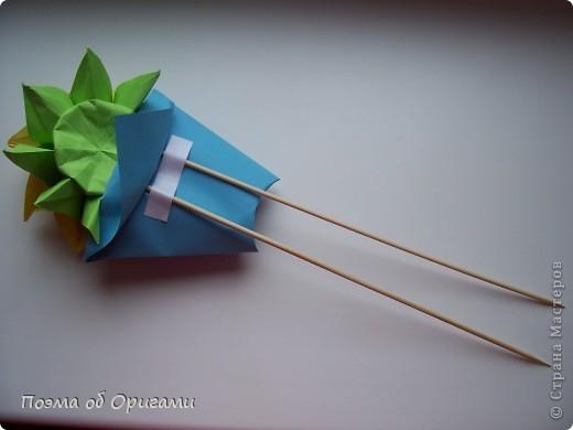 Подсолнухи как символ солнца и одновременно прощание с окончательно ушедшим от нас в этом году теплым летом. Этот чудесный оригами подсолнух придумала Нилва Пиллан (Италия). фото 30