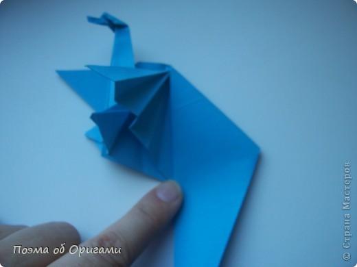 Этого дракона придумал Перри Бейли (США). На востоке драконы, несмотря на весь их грозный вид – это добрые силы, они - связующее звено между миром Земли и божественными Небесами. Кольцо или звезда имеет название «Восемь пятиугольников» и создана Таико Нивой (Япония). В данной интерпретации может быть окном или огненным кольцом, кому уж как больше нравиться:). фото 15