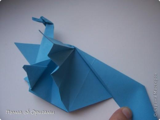 Этого дракона придумал Перри Бейли (США). На востоке драконы, несмотря на весь их грозный вид – это добрые силы, они - связующее звено между миром Земли и божественными Небесами. Кольцо или звезда имеет название «Восемь пятиугольников» и создана Таико Нивой (Япония). В данной интерпретации может быть окном или огненным кольцом, кому уж как больше нравиться:). фото 16