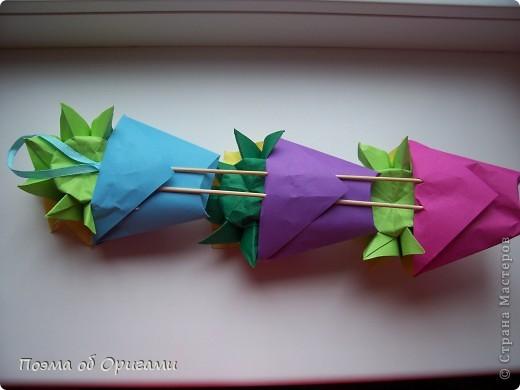 Подсолнухи как символ солнца и одновременно прощание с окончательно ушедшим от нас в этом году теплым летом. Этот чудесный оригами подсолнух придумала Нилва Пиллан (Италия). фото 32