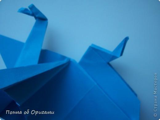 Этого дракона придумал Перри Бейли (США). На востоке драконы, несмотря на весь их грозный вид – это добрые силы, они - связующее звено между миром Земли и божественными Небесами. Кольцо или звезда имеет название «Восемь пятиугольников» и создана Таико Нивой (Япония). В данной интерпретации может быть окном или огненным кольцом, кому уж как больше нравиться:). фото 22