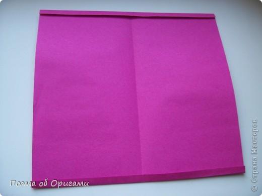 В некоторых странах есть традиция дарить пинетки новорожденным. Даже если в семье за последнее время не происходило пополнения, вот такой оригами-башмачок с оригами-цветами станет красивым украшением для интерьера.  фото 3