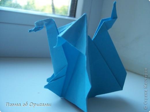 Этого дракона придумал Перри Бейли (США). На востоке драконы, несмотря на весь их грозный вид – это добрые силы, они - связующее звено между миром Земли и божественными Небесами. Кольцо или звезда имеет название «Восемь пятиугольников» и создана Таико Нивой (Япония). В данной интерпретации может быть окном или огненным кольцом, кому уж как больше нравиться:). фото 26