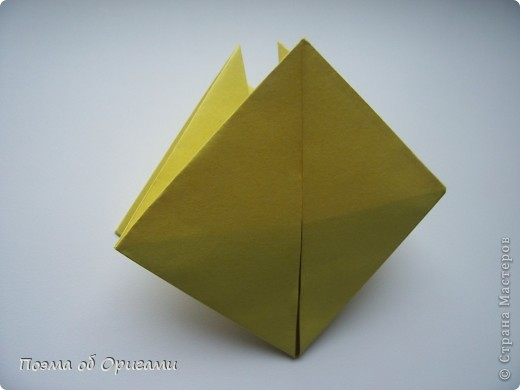 Подсолнухи как символ солнца и одновременно прощание с окончательно ушедшим от нас в этом году теплым летом. Этот чудесный оригами подсолнух придумала Нилва Пиллан (Италия). фото 9