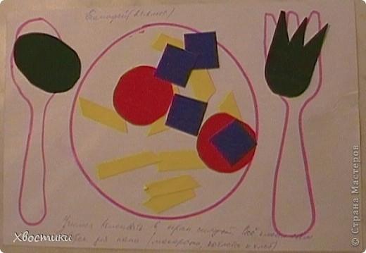 Накопилось у Тимошки много, на мой взгляд, интересных работ. Вот показываю вам. Это наши аппликации из геометрических фигур. Я нарезала из картона фигуры, обвела их на листе. Задача Тимофейки - вклеить (на клей-карандаш) соответствующие фигуры в контур. Полностью справился сам. Устал только на нижнем треугольнике ёлочки - помогла. Делал в 2г 3 мес. Повторяли цвета и фигуры (попутно развивая мелкую моторику, усидчивость и внимательность). фото 10