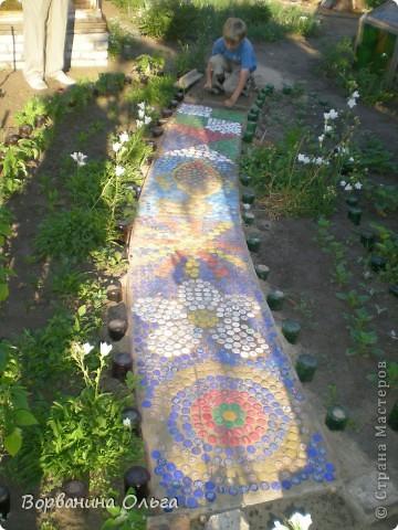 Мозаика Дорожка из пробок от пластиковых бутылок  фото 1