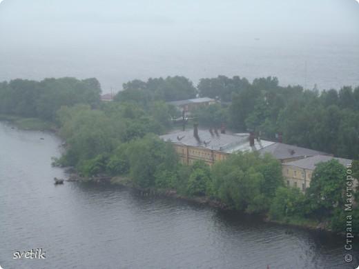 """В нескольких часах езды от Санкт- Петербурга расположен удивительный город- Выборг. Знаменит он своим замком, который мы хотим Вам показать и немного рассказать. Итак, Выборгский замок был основан шведами в 1293 году и является единственным памятником западноевропейского средневекового военного зодчества. Возведен он на небольшом островке.Название переводят как """"Святая крепость""""  фото 8"""
