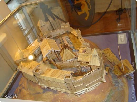"""В нескольких часах езды от Санкт- Петербурга расположен удивительный город- Выборг. Знаменит он своим замком, который мы хотим Вам показать и немного рассказать. Итак, Выборгский замок был основан шведами в 1293 году и является единственным памятником западноевропейского средневекового военного зодчества. Возведен он на небольшом островке.Название переводят как """"Святая крепость""""  фото 17"""