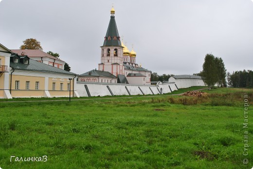 Стены монастыря фото 1