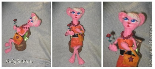 Кошка с розой и сумочкой на стуле фото 4