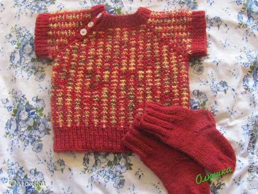 Сестра заказала связать племяннику жилетку и носочки. А у меня кофточка с коротким рукавом получилась...