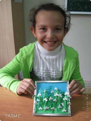 Маличка и ее новое творение: стеклянная бутылка декорирована бельевым шнуром и украшена цветами в технике квиллинг. фото 3