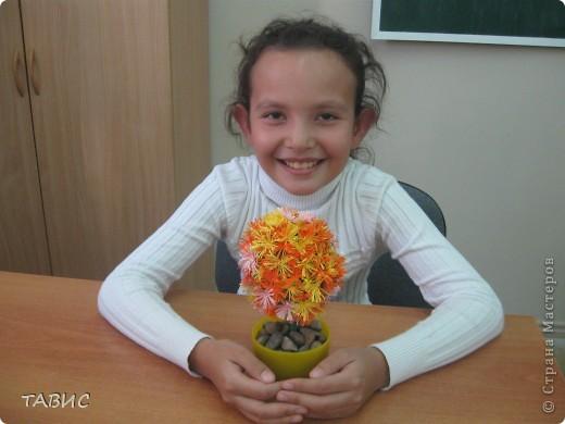 Маличка и ее новое творение: стеклянная бутылка декорирована бельевым шнуром и украшена цветами в технике квиллинг. фото 2