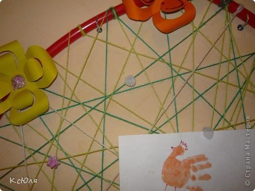 """После перестановки мебели в детской комнате у нас образовалось хорошее свободное место на стене. Тут я и решила расположить """"нечто"""", где можно было бы демонстрировать работы моей младшенькой-Юляши.  фото 6"""