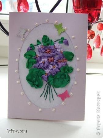 Использованые материалы: заготовка для открыток, ленты атласные, нитки мулинэ, половинки бусин, бумажные бабочки, основа-габардин. фото 1