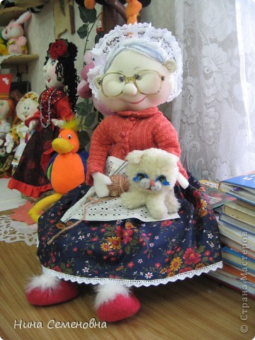 Бабушка Маша за любимым занятием