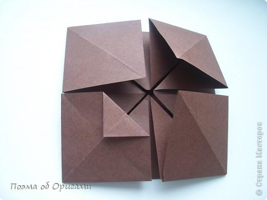 Несмотря на то, что бумага была изобретена в Китае, оригами не получило там такого распространения, как в Японии. В Китае существует совсем небольшой набор сложенных из бумаги изделий, которые можно для этой страны можно считать традиционными. Шанхайская ваза один из таких примеров. фото 11