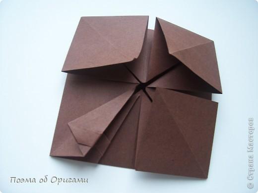 Несмотря на то, что бумага была изобретена в Китае, оригами не получило там такого распространения, как в Японии. В Китае существует совсем небольшой набор сложенных из бумаги изделий, которые можно для этой страны можно считать традиционными. Шанхайская ваза один из таких примеров. фото 15