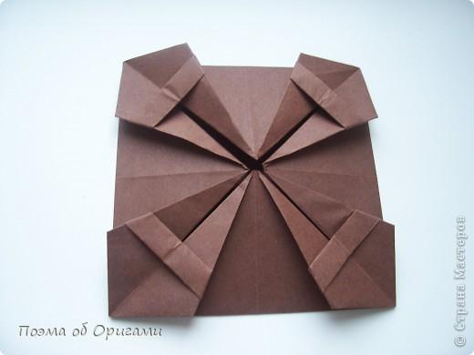 Несмотря на то, что бумага была изобретена в Китае, оригами не получило там такого распространения, как в Японии. В Китае существует совсем небольшой набор сложенных из бумаги изделий, которые можно для этой страны можно считать традиционными. Шанхайская ваза один из таких примеров. фото 17