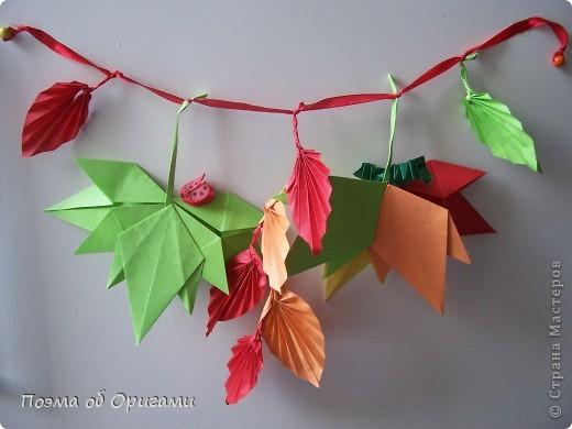 Кто сказал, что гирлянды бывают только под Новый год? Гирлянды из осенних листьев выглядят не менее нарядно. Особенно, если украсить их божьими коровками и гусеницами. Несмотря на то, что на фото целая композиция, в этом МК я хочу показать как делаеться только один из видов листьев - гофрированных. По общему виду они больше напоминают листья дикого винограда. Именно поэтому и были выбраны для них красные и оранжевые цвета. Остальные идеи взяты из уже опупликованных ранее МК на сайте. Кленовый листок здесь: http://stranamasterov.ru/node/81690 Гусеницы здесь: http://stranamasterov.ru/node/24103 Божья коровка здесь: http://stranamasterov.ru/node/73650 фото 1