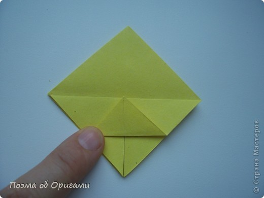 Несмотря на то, что бумага была изобретена в Китае, оригами не получило там такого распространения, как в Японии. В Китае существует совсем небольшой набор сложенных из бумаги изделий, которые можно для этой страны можно считать традиционными. Шанхайская ваза один из таких примеров. фото 20