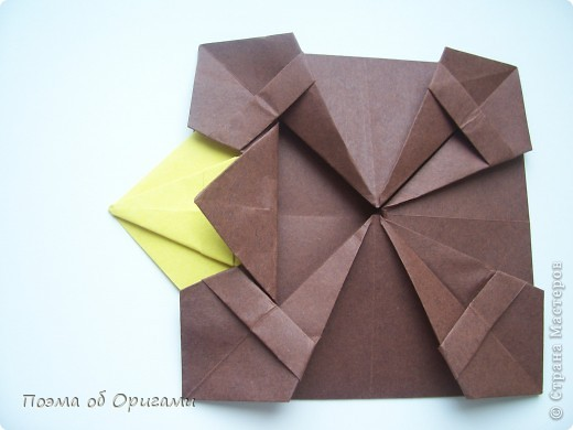 Несмотря на то, что бумага была изобретена в Китае, оригами не получило там такого распространения, как в Японии. В Китае существует совсем небольшой набор сложенных из бумаги изделий, которые можно для этой страны можно считать традиционными. Шанхайская ваза один из таких примеров. фото 27