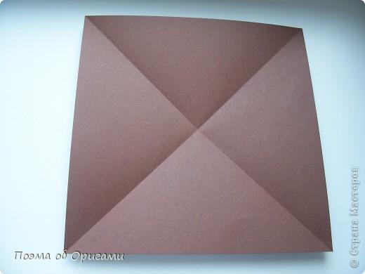 Несмотря на то, что бумага была изобретена в Китае, оригами не получило там такого распространения, как в Японии. В Китае существует совсем небольшой набор сложенных из бумаги изделий, которые можно для этой страны можно считать традиционными. Шанхайская ваза один из таких примеров. фото 3
