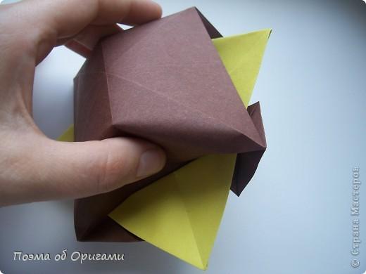 Несмотря на то, что бумага была изобретена в Китае, оригами не получило там такого распространения, как в Японии. В Китае существует совсем небольшой набор сложенных из бумаги изделий, которые можно для этой страны можно считать традиционными. Шанхайская ваза один из таких примеров. фото 30
