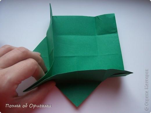Вазочка под названием «Ленивая Сьюзи» необычная для оригами модель, так как имеет округлую форму и взята из книги Рик Бича «Оригами». фото 4